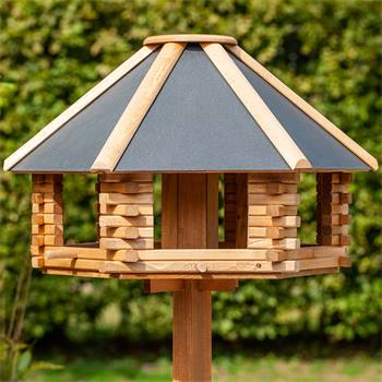 """Casetta per uccelli """"Tofta"""" VOSS.garden, in legno, con tetto in metallo e palo di sostegno"""