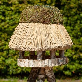 930403-1-casetta-per-uccelli-pellworm-voss-garden-con-tetto-in-paglia-ovale-xl-55-x-70-cm.jpg