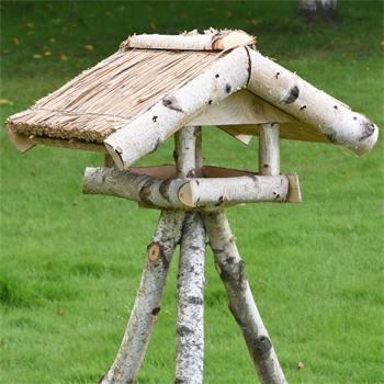 930430-1-conveniente-casetta-per-uccellini-voss-garden-holm-con-tettuccio-di-paglia-e-sostegno.jpg