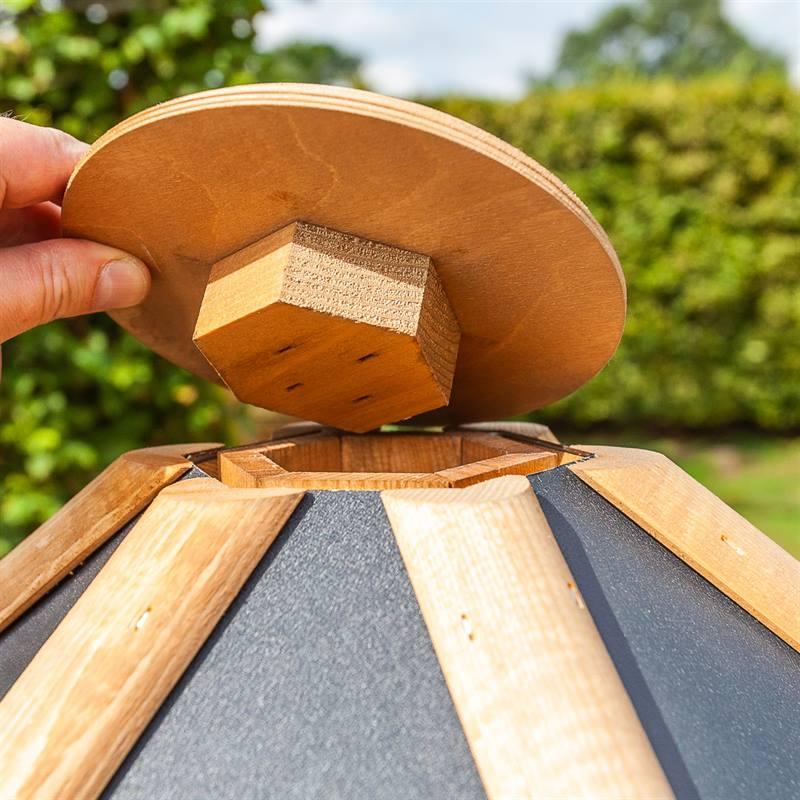 930300-5-cassetta-per-uccelli-tofta-voss.garden-in-legno-di-alta-qualita-e-con-tetto-in-metallo.jpg