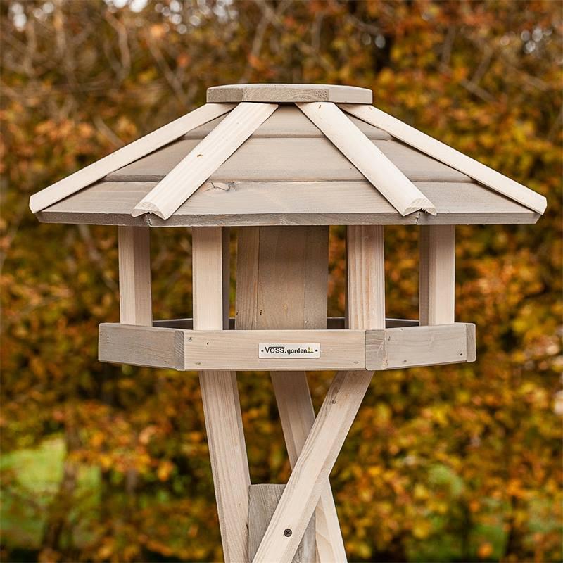 930330-1-casetta-per-uccelli-valbo-voss-garden-con-palo-di-sostegno-a-croce-bianca.jpg