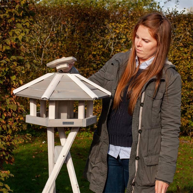 930330-4-casetta-per-uccelli-valbo-voss-garden-con-palo-di-sostegno-a-croce-bianca.jpg