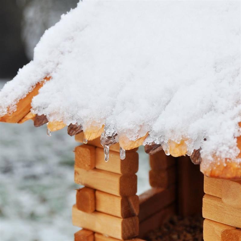 Vogelhaus-fuer-den-Garten-aus-Holz-Winter.jpg